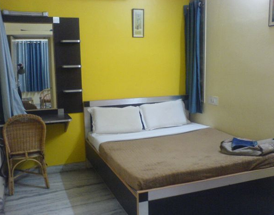 BHK furnished apartment, single room available